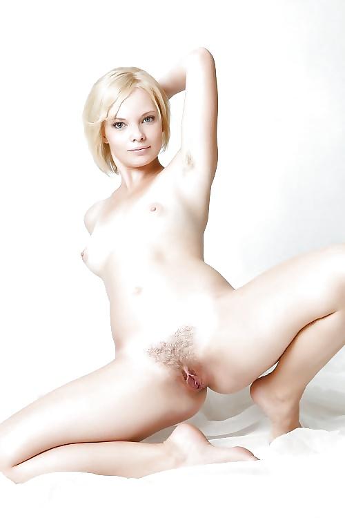 Feurige blonde Huren in umsonsten Aktfotos